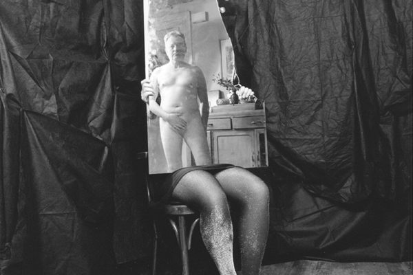 Steeves - George Steeves, Self-Portrait in Mirror, Selenium-toned silver gelatin on fibre-based paper 40 x 50 cm (2006)