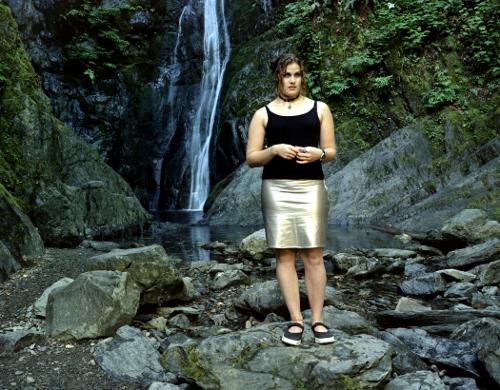 Althea Thauberger, Songstress, video still (2002).