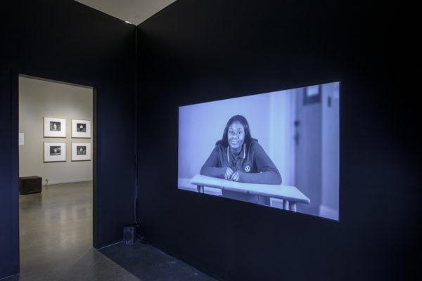 Emmanuelle Léonard, Le beau, le laid et la photographie, HD video still (2011)