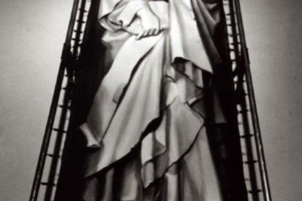 Maria Konstantinova. Rest in Peace 1989. Mixed-media installation, 152.4 x 152.4 x 101.6 cm (1989)