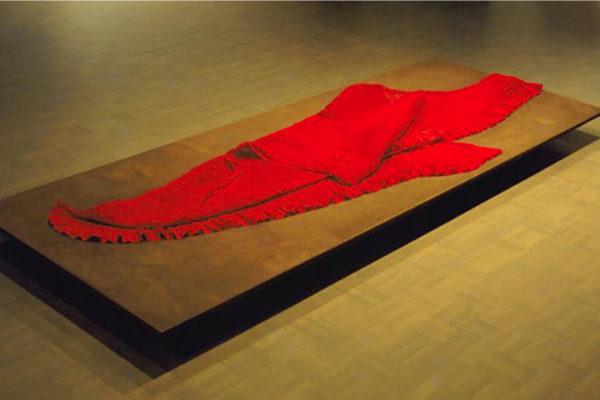 Naoko Furue. Momi. Pieced and smocked kimono linings, 200 x 150 cm (1991)
