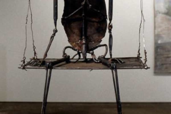June Leaf. Figure on a Hoist. Forged iron, sheet metal, tin, 58.4 x 36.8 x 53.3 cm. Courtesy of Edward Thorp Gallery, New York (1999-2000)