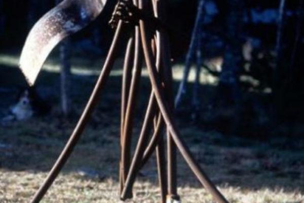 Peter Walker. Flagman #2. Welded scrap steel with castors, 122 x 122 x 229 cm (1999)