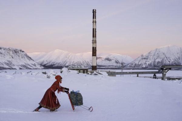 Marja Helander, Dolastallat (To have a campfire), 2016. Video still.